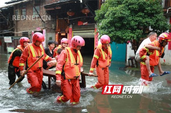 暴雨袭古城 零陵消防官兵勇救76人