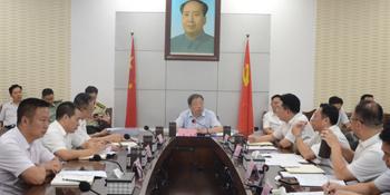 溆浦县委理论学习中心组举行2018年第七次集体学习