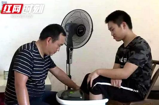 常德脑瘫男孩成学霸 身残志坚圆梦重本大学(视频)