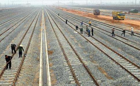 雷绍业:群策群力加快推进铁路编组站建设
