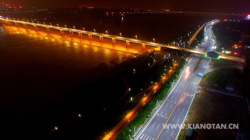 流光溢彩的不夜县城