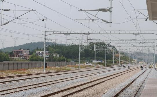 怀邵衡铁路25日全线接触网送电 9月1日联调联试试运行