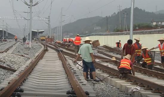 怀邵衡铁路建设完成总体工程量的96.8%