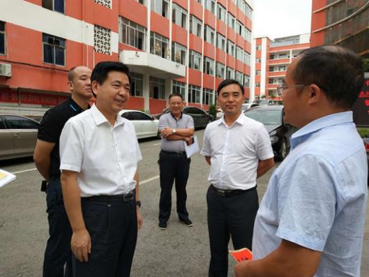 熊安台教师节看望慰问优秀教师代表