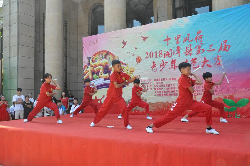 天易水竹武术队员们的表演。