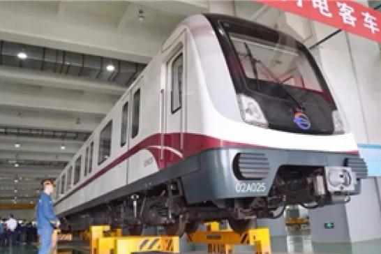 一列地铁全身保养耗时4个月完成 长沙已具备地铁架修能力