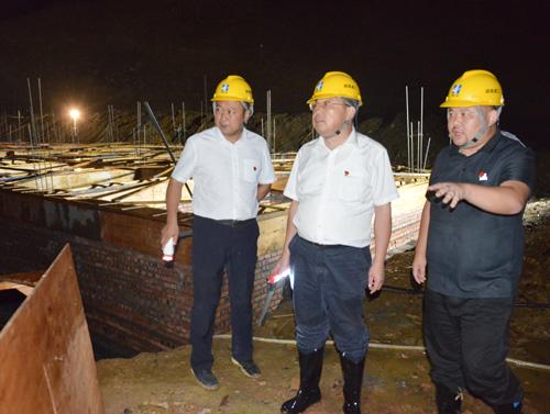 蒙汉:易地扶贫搬迁项目建设一天也不能耽搁