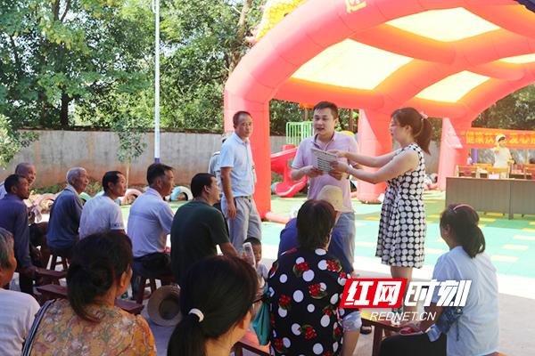 南华医院义诊专家团队走进幸福村 健康扶贫暖人心