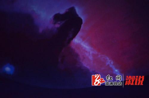 9月18日,中国流动科技馆溆浦巡展活动启动。市科协副主席瞿宁,县政协副主席、县工商联主席戴景轩,县直相关部门负责人,圣达学校300余名师生现场参观科技展。