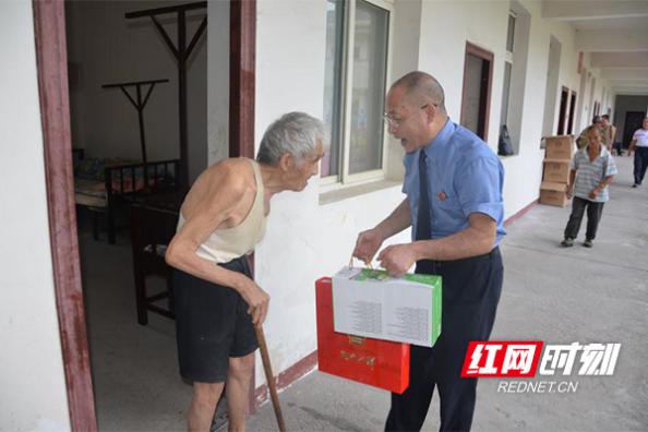 洪江市人民检察院机关支部 党员开展慰问孤寡老人主题党日活动