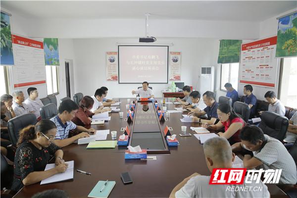 易鹏飞再次到苏仙区长冲铺村与党员干部谈心谈话