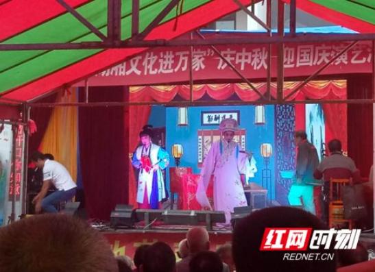 南县结合地方特色宣传扶贫政策暖人心