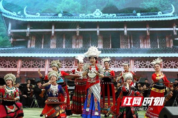 湖南秋季乡村旅游节开幕 大型交响乐奏响梯田之歌