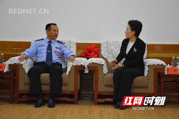 报告会前,永州市委书记李晖会见黄超富同志。.jpg