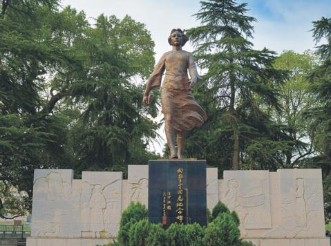 """英雄烈士谱向警予:旧社会的""""清道夫"""" 中国妇女运动先驱"""