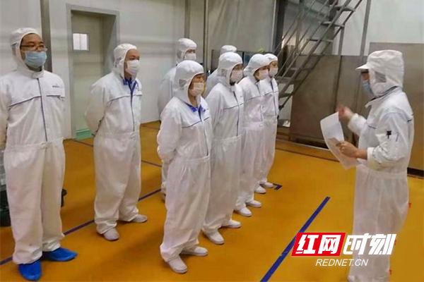 晟通科技集团有限公司一线员工生产前开早会.jpg