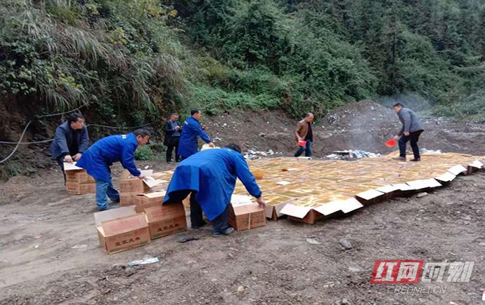 塔卧镇集中销毁3.5万元的非法烟花爆竹