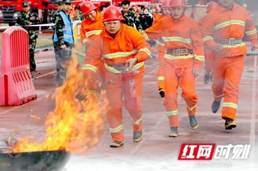 """微型消防站""""大比武""""拉开常德119消防宣传月大幕"""