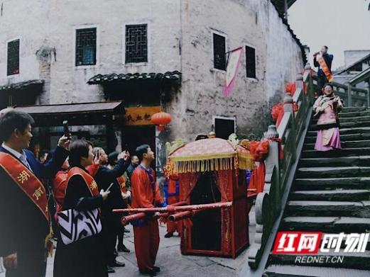 礼遇好人  湖南洪江区旅游景点对国家、省、市三级道德模范及好人永久免票