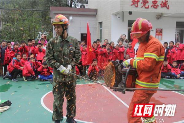 洪江区幸福路小学:119消防日,走进军营,学消防