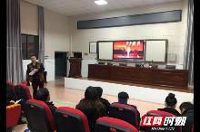 桃源县教仁学校党支部组织党员学习收看《榜样》接受教育