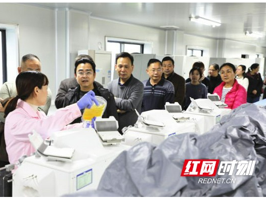 """郴州市气象局把主题党日活动""""搬""""到市中心血站"""