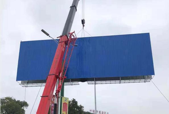 衡阳城管开展户外广告专项整治 已拆除违规广告牌66处