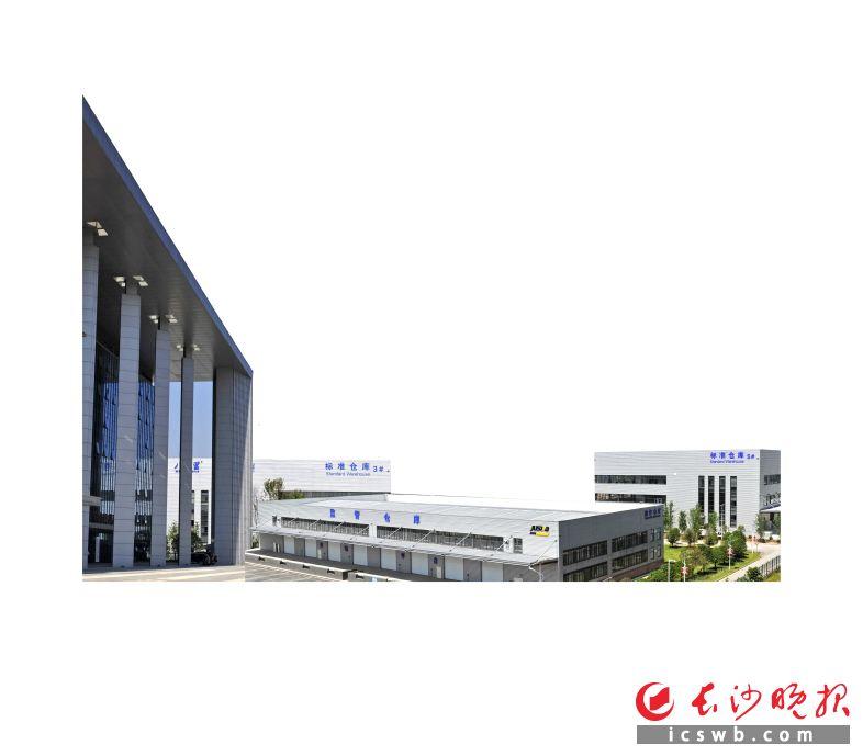 1—10月,黄花综合保税区完成进出口额16.7亿美元,同比增长598.1%,预计全年可完成25亿美元。  王志伟 摄