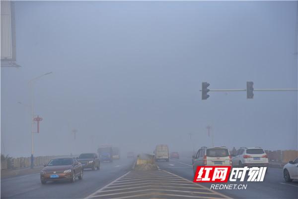 早上八点的永州大道河东桥头_副本.jpg