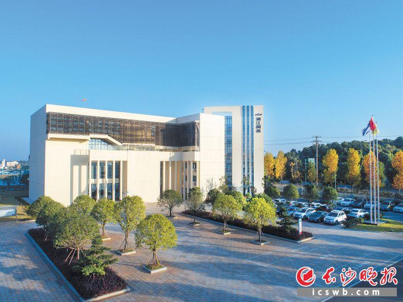 湘江关西涂料一期去年4月底正式投产,提前追加投资的二期正在加紧建设,项目全部建成后,将成为全国最大的专业涂料生产基地和研发中心。       均为望城高新区供图