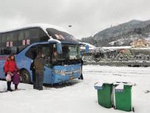 客运大巴被困高速,鹤城多部门忙救助