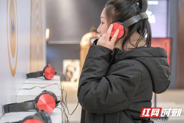 在触见VOICE·星乐艺术馆,轻轻地带上耳机,你一定可以找寻到属于自己的浪漫交响乐章。
