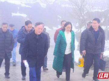 怀化市发改委领导走访慰问黄岩管理处大坪村贫困户