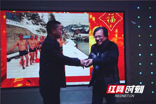 安江冬泳俱乐部举行公益捐赠仪式暨2019年新春团拜会