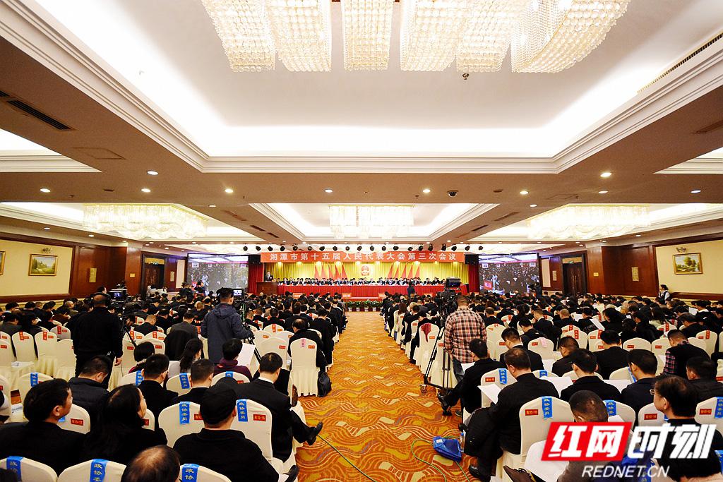 湘潭市十五届人大三次会议开幕  曹炯芳主持会议  谈文胜作政府工作报告