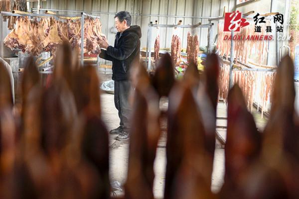 道县:熏腊肉迎新年