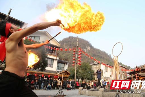 Zhangjiajie Wulingyuan:  performance of breathing fire