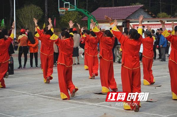 道县:乡村办起联欢会,大年初一乐翻天