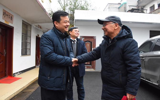 【新春走基层】白云峰慰问困难群众和全国劳模