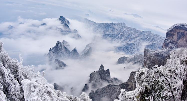 【高清组图】张家界天门山雪后云海雾凇景观齐现