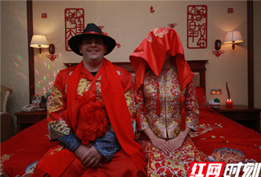 U.S. groom married Chinese girl in traditions of China, Hunan