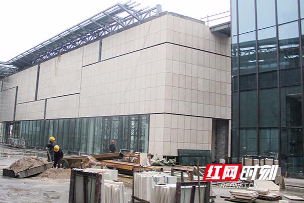 湘江基金小镇幕墙建设工程完成过半 5月底有望完工