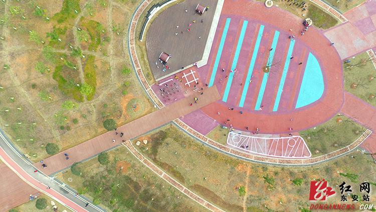 东安县紫水国家湿地公园以湘江一级支流紫水河和高岩水库为主体,总面积1096.0公顷,其中湿地695.0公顷,湿地率达63.41%,是湖南省境内保存最原始、景观最美丽、环绕县城的湿地公园之一。
