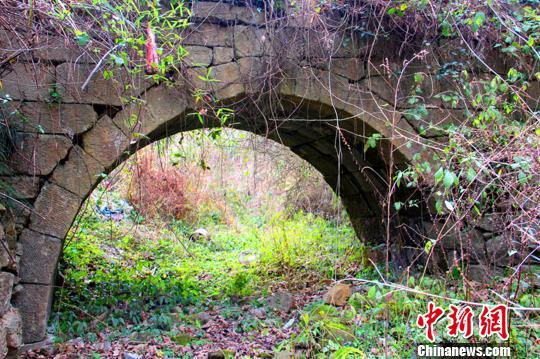 湖南永州发现两座距今400多年的明代石拱桥