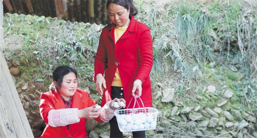 浏阳关口农民周康红养殖创业致富后 带领村民一起脱贫