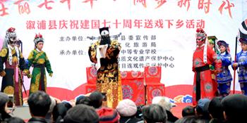 送戏下乡,卢峰镇屈原社区居民乐享文化大餐