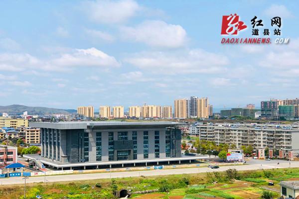 红网时刻永州3月26日讯(通讯员 蒋晓国 谭诚)3月25日,道县久雨初晴,天空变蓝,白云朵朵,在阳光的照耀下,城市一片生机勃勃。