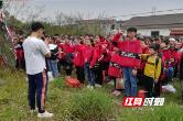"""桃源陬市中学举行""""清明祭扫陈兆森烈士陵园""""活动"""