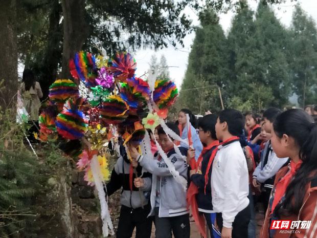 """桑植县芙蓉桥小学:""""缅怀革命先烈,争做时代新人""""清明节扫墓活动"""