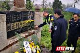 """鼎城交警开展""""我们的节日•清明节""""祭奠革命烈士活动"""